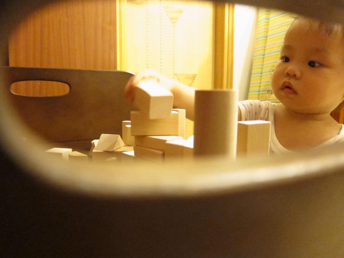帶孩子走進kidult的世界:原木彩色積木桶