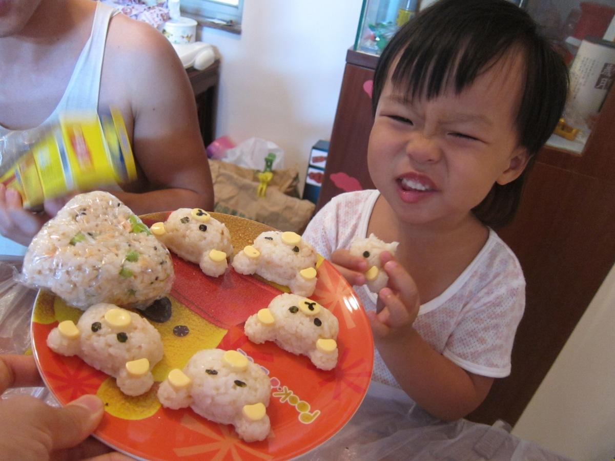 「咬耳仔」的野餐美味:小熊造型及三文魚飯糰