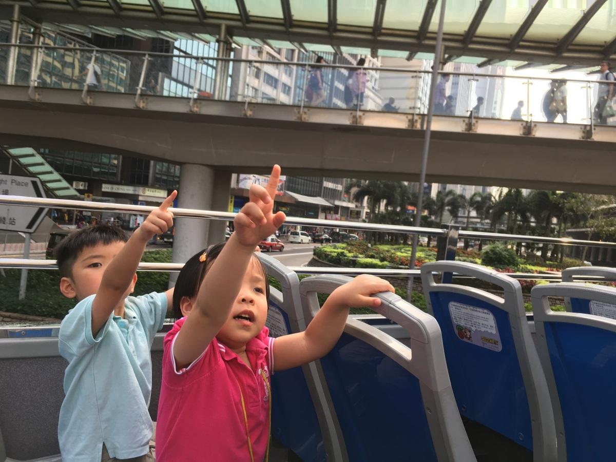 帶孩子喧嘩頂上一片天:乘搭香港開篷觀光巴士