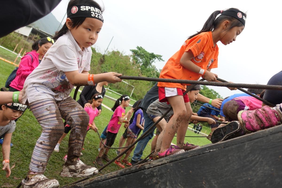 挑戰我們的界線:帶孩子參加泥地障礙賽